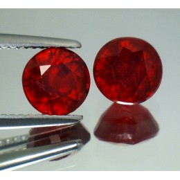 RUBY NATURALS ROUND COUPLE  4,38 CT.